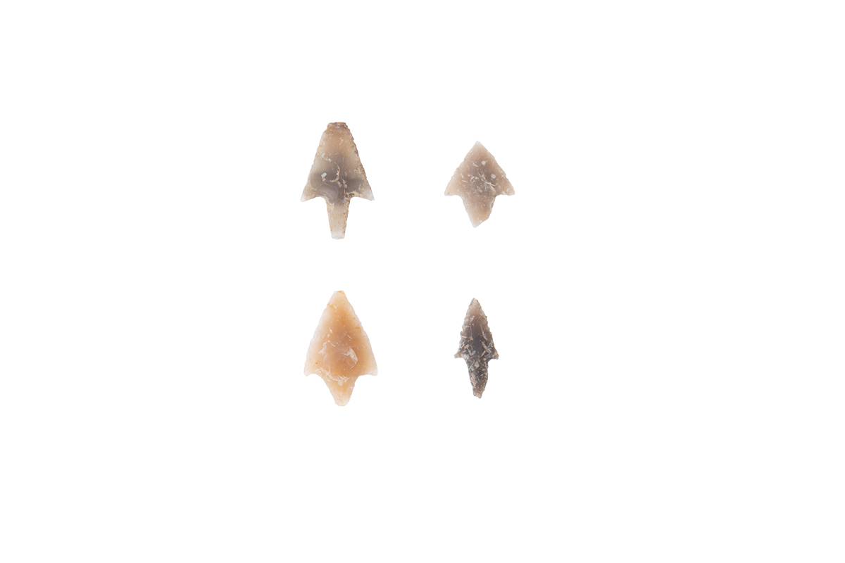 Arrowheads with tang and flint winglets, Pulo, III Canopy, Late Neolithic Age